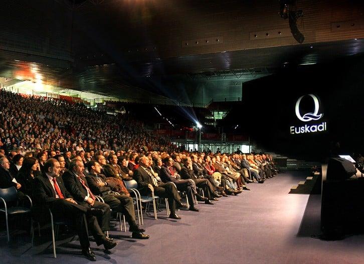 pantallas y proyectores para eventos audiovisuales